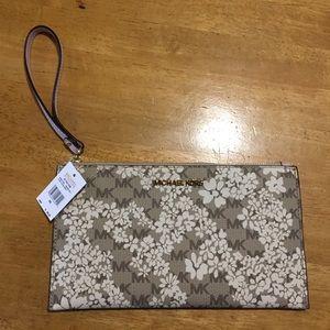 New MICHAEL KORS Floral Large Clutch Wristlet BAG